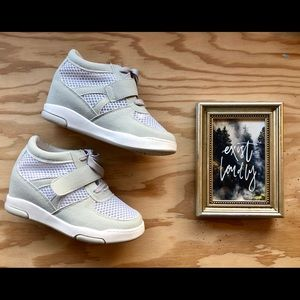 Shoes - ⋒  NWOT Mesh Sneakers ⋒